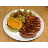 Canard à l'orange, pommes sautées et flan de légumes