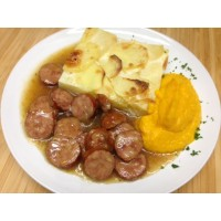 Saucisses de Montbéliard jus au thym, gratin dauphinois et écrasé de carottes