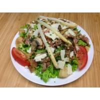 Salade paysanne (lardons, oignons, champignons, asperge, pomme de terre, parmesan et salade)