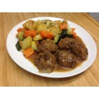 Boulettes de bœuf aux pruneaux, tortellinis tomates basilici et gratin de courgettes