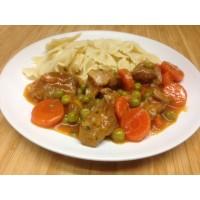 Émincé de poulet sauce brune à l'orange, poêlée de courgettes et pommes sautés