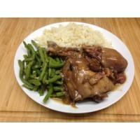 Cuisse de poulet façon coq au vin, polenta et terrine de légumes