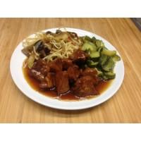 Porc caramel, nouille chinoises et petits légumes