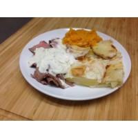 Emincé de bœuf au roquefort, gratin dauphinois et légumes grillés