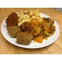 Boulette d'agneau en croute d'herbe, pommes de terre sautées et ratatouilles